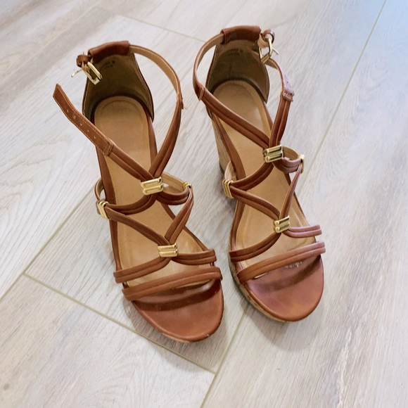 Report Kazan Wedge Sandals Size 6